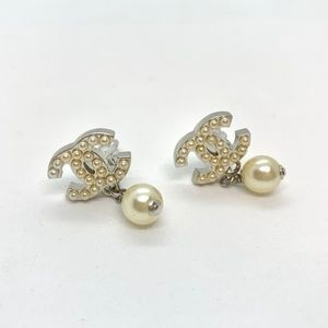 CHANEL Silver CC Pearly Studded Dangle Pearl clip
